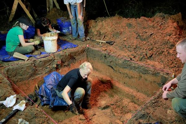 In a photo from August 2013, USF forensic anthropologist Erin KImmerle leads students in exhuming a grave at the Dozier School for Boys