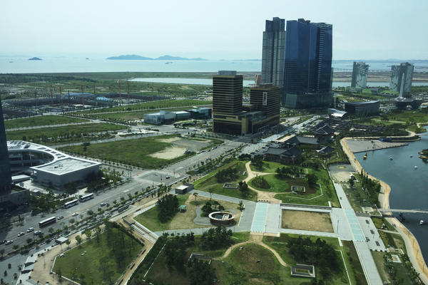 Songdo, outside Seoul, was envisioned as a futuristic international business hub, drawing residents from all over the world. Instead, this young city has become populated mostly by Koreans.