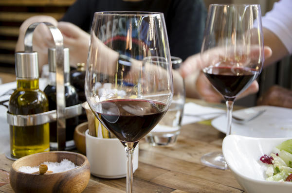 A new study published in the <em>Annals of Internal Medicine</em> adds to the evidence that drinking a moderate amount of wine can be good for your health.
