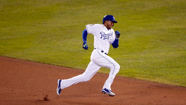 Alcides Escobar of the Kansas City Royals sprints around the bases during an inside-the-park home run in the first inning Tuesday night.