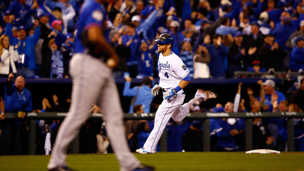 Alex Gordon of the Kansas City Royals runs the bases after hitting a solo home run in the ninth inning Tuesday night, tying the game.
