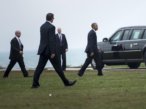 Members of the Secret Service follow President Obama as he arrives at Northwestern University in Evanston, Ill., in 2014.