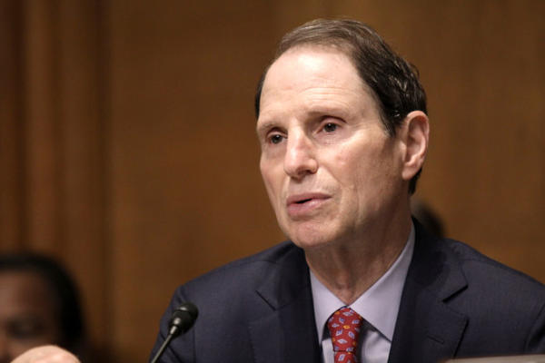 how tall is ron wyden