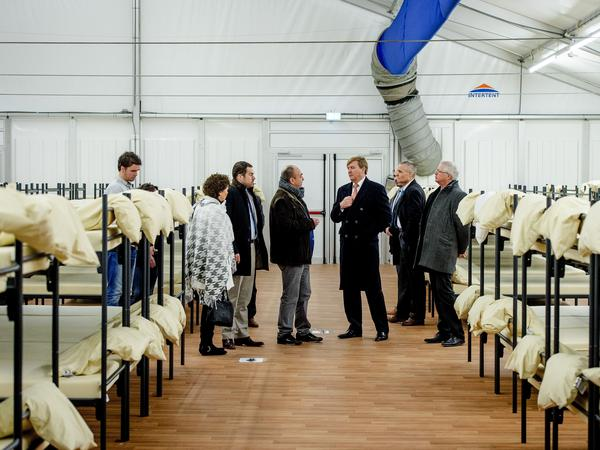 Dutch King Willem-Alexander (center) visits a refugee center in Ter Apel on Jan. 19. Some 55,000 refugees arrived in the Netherlands between January and November of last year.