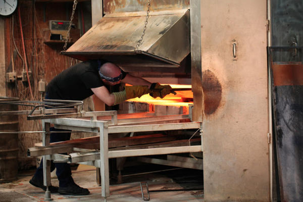 <p>Bullseye Glass has suspended the use of cadmium, arsenic and chromium in response to concerns about nearby air pollution.</p>