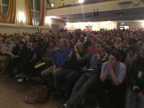 <p>Hundreds turned out to ask public officials questions about Portland's air pollution Tuesday.</p>