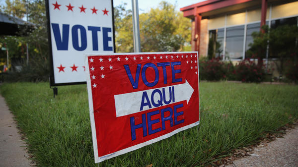 A bilingual sign outside a polling center in Austin, Texas.