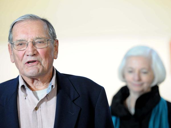 "Korean War veteran Merrill Newman (left), accompanied by his wife, Lee, speaks to the media after arriving at San Francisco International Airport on Dec. 7, 2013, following his release from detention in North Korea. Pyongyang deported Newman after detaining him for two months for ""hostile acts"" against the communist country."