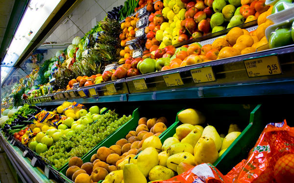 We know eating more produce is good for your heart. Now computer models suggest slashing the price by about a third could result in dramatically lower death rates from heart disease and stroke.