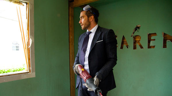 Jake Gyllenhaal demolishes his life in <em>Demolition,</em> first emotionally, and then with power tools.