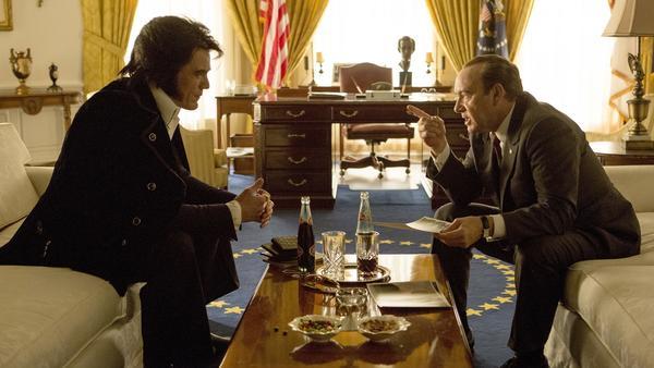 Michael Shannon as Elvis Presley and Kevin Spacey as Richard Nixon in <em>Elvis & Nixon</em>.