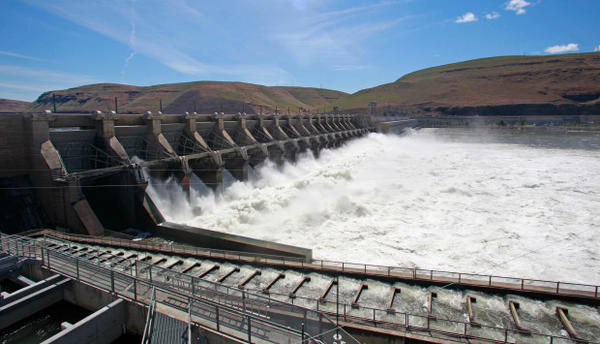 <p>This June 3, 2011, photo shows the John Day Dam along the Columbia River, near Rufus, Oregon.</p>