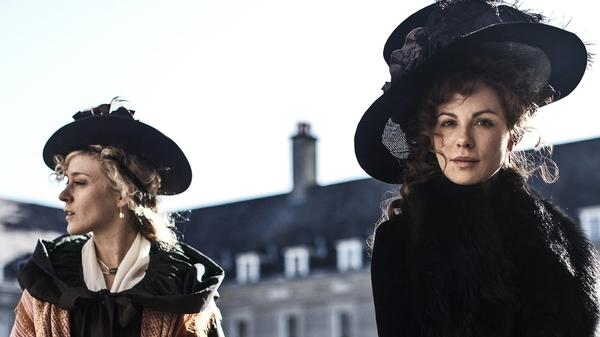 Lady Susan (right, played by Kate Beckinsale) consults with her American friend (Chloë Sevigny) in Whit Stillman's <em>Love & Friendship.</em>