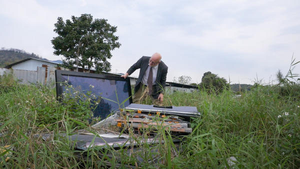 <p>A tracking device planted in a computer dropped off at a Dell Reconnect location led Puckett here, an abandoned field strewn with LCD monitors, CRT monitors, camcorders and keyboards.</p>