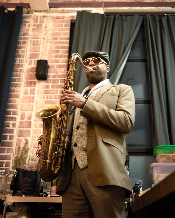 """San Francisco Bay Area jazz saxophonist <a href=""""http://www.mercurynews.com/entertainment/ci_24935701/sax-man-howard-wiley-jazz-should-be-sexy"""">Howard Wiley</a> performs at a Sound & Savor event."""