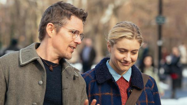 Ethan Hawke and Greta Gerwig in <em>Maggie's Plan</em>.