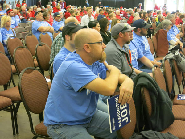 <p>Millennium Coal Terminal supporters dressed in blue to counter opponents' red at a public hearing in Longview, Wash., on Tuesday, May 24, 2016.</p>
