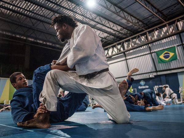 Popole Misenga (right) trains at Rio's Instituto Reacao on April 14.