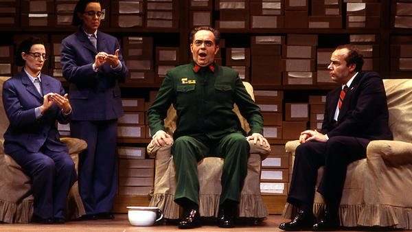 James Maddalena (right) as Richard Nixon and John Duykers as Mao Tse-tung in the 1987 Houston Grand Opera world premiere of <em>Nixon in China</em> by composer John Adams and librettist Alice Goodman.