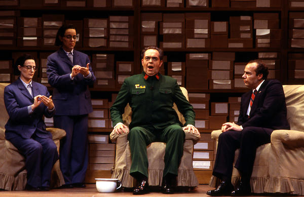 James Maddalena (right) starred as Richard Nixon in the 1987 Houston Grand Opera world premiere of <em>Nixon in China</em> by John Adams. James Duykers sang the role of Mao Tse-tung.