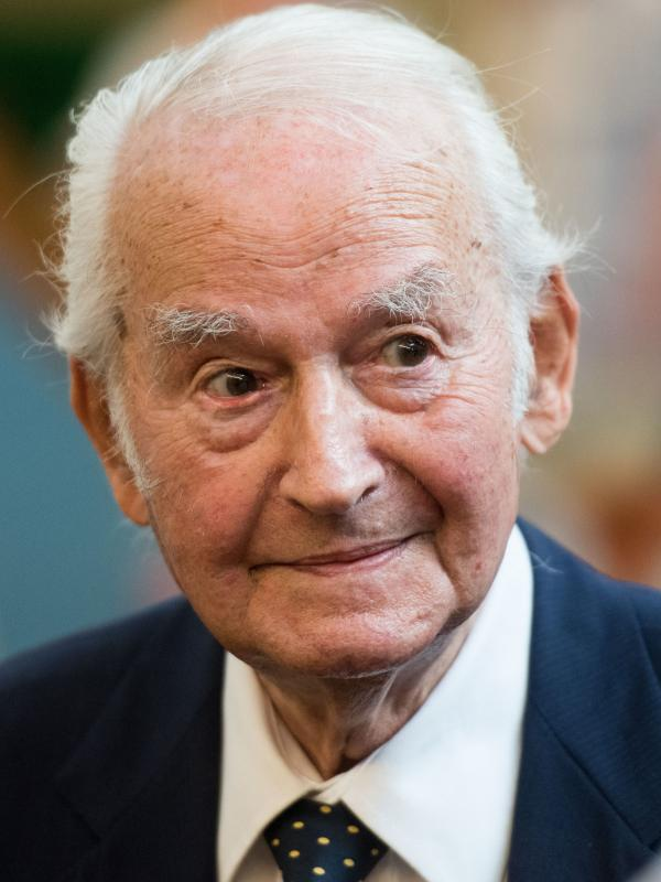 Holocaust survivor Leon Schwarzbaum testified about his experience as a prisoner at Auschwitz death camp during the trial of former guard Reinhold Hanning. Schwarzbaum urged the defendant to break his silence about his role in the murders of people at the camp.
