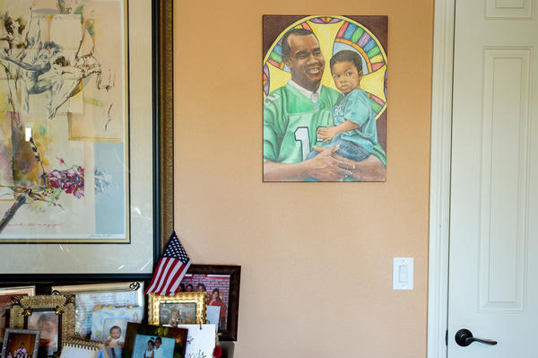 A painting of Vashti's father and coach, former NFL star quarterback Randall Cunningham, hangs in the family home.