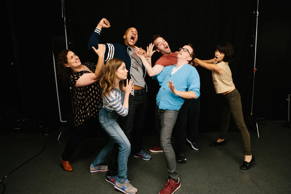 Tami Sagher (left), Gillian Jacobs, Keegan-Michael Key, Mike Birbiglia, Chris Gethard and Kate Micucci star in <em>Don't Think Twice, </em>about a improv troupe called The Commune.