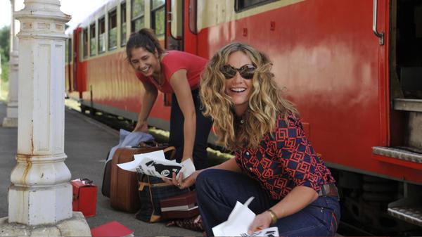 Izïa Higelin and Cécile de France in <em>Summertime.</em>