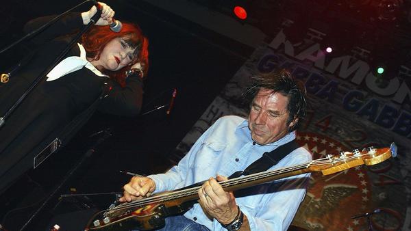 Exene Cervenka and John Doe perform in Hollywood in September 2004. <em></em>