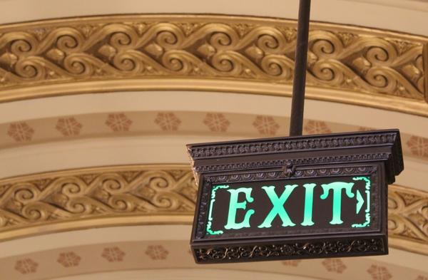 An exit sign in the Illinois State Capitol Building.