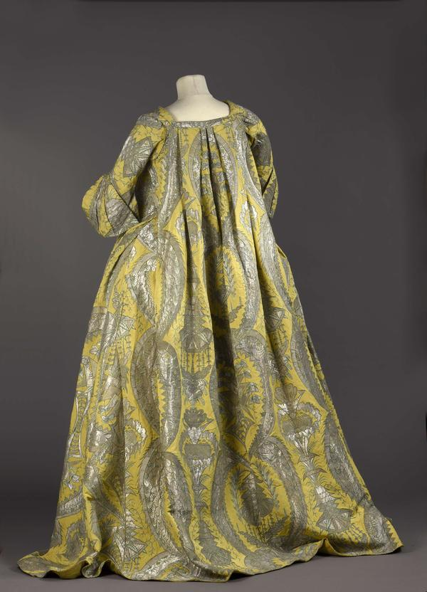 For women used to wearing tight bodices, the loose-fitting <em>robe volante</em> was a welcome change.