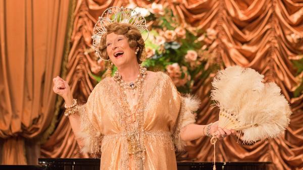 Meryl Streep greets her public in<em> Florence Foster Jenkins.</em>