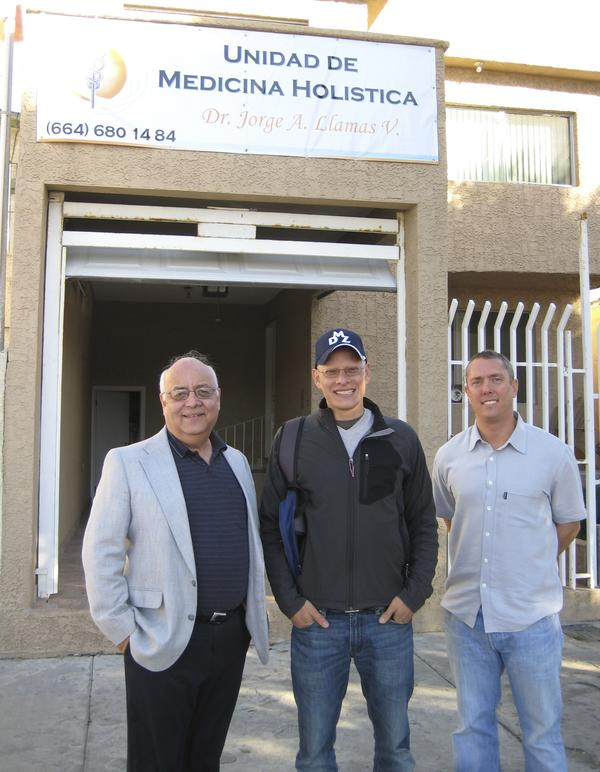 Moises Valsquez-Manoff, center, in Tijuana, Mexico, with Jorge Llamas, left, in front of the clinic where Llamas dispenses parasitic worms, and Garin Aglietti, owner of wormtherapy.com.