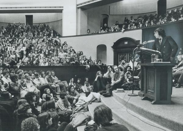 Playwright Edward Albee — whose works included <em>The Zoo Story, The Sandbox</em> and <em>Who's Afraid of Virginia Woolf?</em> — has died. Above, he speaks to a packed house at the University of Toronto in 1971.