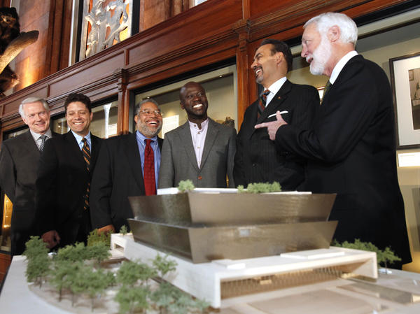 The Freelon Adjaye Bond/SmithGroup, which designed the winning concept for the National Museum of African American History and Culture, met with Smithsonian Institution members in April 2009. David Adjaye (third from right) and Phil Freelon (second from right) pulled ideas from cultural icons for their design.