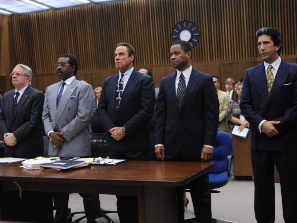 (l-r) Nathan Lane, Courtney B. Vance, John Travolta, Cuba Gooding, Jr., and David Schwimmer in <em>The People v. OJ Simpson.</em>