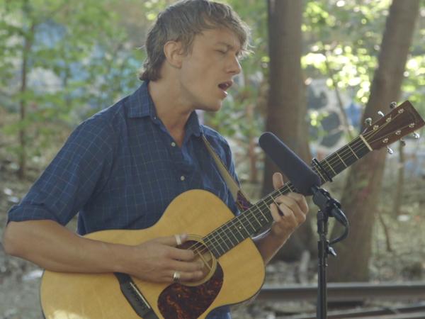 Steve Gunn plays a Field Recording in Queens, N.Y.