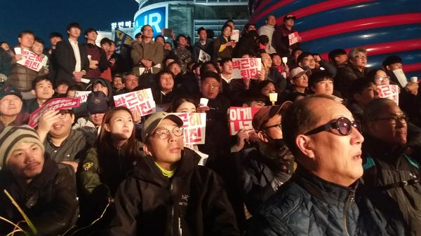An estimated 10,000 demonstrators showed up near City Hall in Seoul on Saturday, calling for South Korean President Park Geun-hye's resignation.