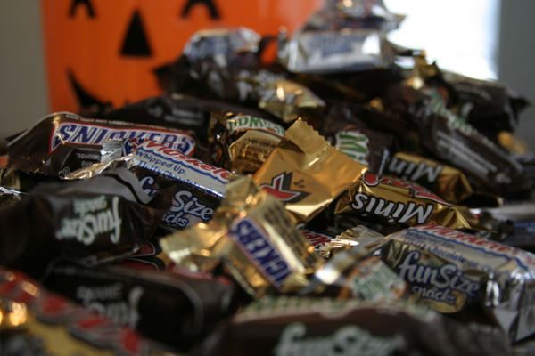 <p>The Oregon Poison Center is warning parents to keep a close eye on their kids' candy hauls this Halloween.</p>