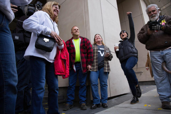 <p>Supporters chant the names and verdicts of all seven defendants in the trial of occupiers of the Malheur National Wildlife Refuge.</p>