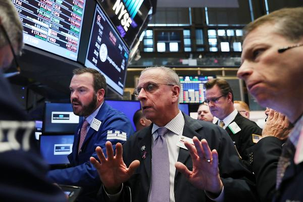 Traders work on the floor of the New York Stock Exchange (NYSE) the morning after Donald Trump won a major upset in the presidential election on Nov. 9, 2016 in New York. (Spencer Platt/Getty Images)