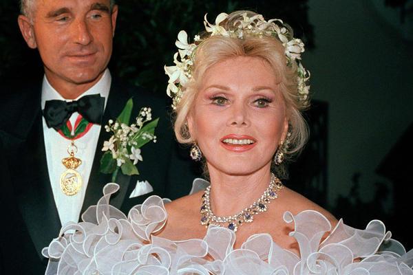 Gabor appears with her eighth husband, Frédéric Prinz von Anhalt of Munich, in Los Angeles on Aug. 15, 1986, their wedding day.