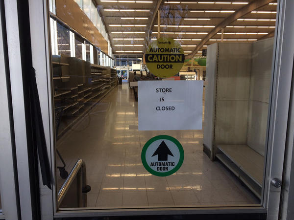 Albertsons, Inc. reacquired this former Safeway store in Ashland, Oregon from Haggen, but there are as yet no signs it will reopen under its former flag.