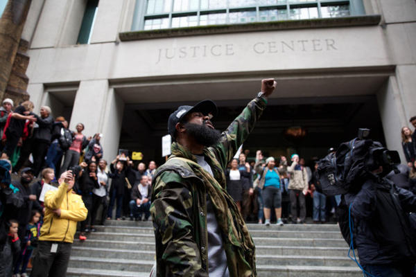 <p>Hundreds of people marched from Pioneer Courthouse Square to the Justice Center in downtown Portland to protest the shootings of two African-American men killed this week by police officers.</p>