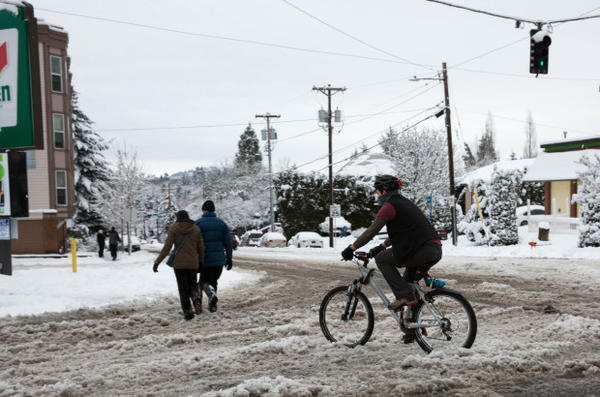 <p>Pedestrians and cyclists alike ventured out onto the snowy streets of Portland Wednesday, Jan. 11, 2017.</p>