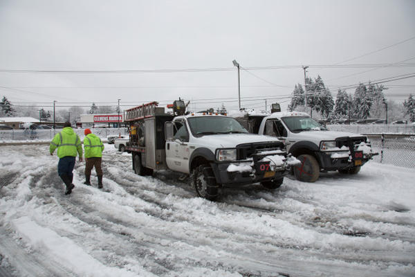 <p>PGE worked through the morning and early afternoon to restore power to thousands of Clackamas County residents, Jan. 11, 2017.</p>