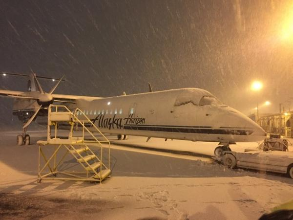 <p>Snowfall at the Portland International Airport. </p>