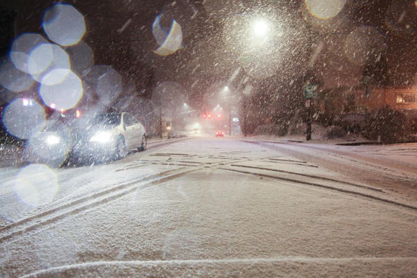 <p>A car drives north on Tacoma Street in Portland's Sellwood neighborhood during a snow storm on Tuesday, Jan. 10, 2017.</p>
