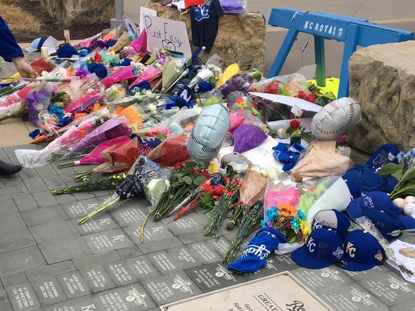 post kansas city royals fans players gather tweet mourn pitcher yordano ventura
