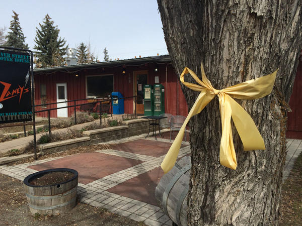 One faded yellow ribbon remained in March 2015 at Zaney's cafe in Hailey, Idaho. The cafe was awash in yellow ribbons and Bowe Bergdahl posters during his captivity.